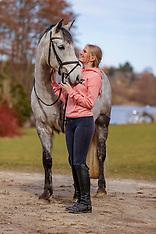 Frühjahrsshooting Mädchen mit Pony 2021