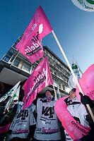 31 JAN 2010, BERLIN/GERMANY:<br /> Demonstranten waehrend einer Protestkation vor dem Tagungshotel, Einkommenrunde Oeffentlicher Dienst, Kongresszentrum Templiner See<br /> IMAGE: 20100131-01-052<br /> KEYWORDS: Tarifverhandlungen, Öffentlicher Dienst, Frank Stöhr, Demo, Demonstrant