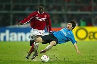 Perugia 26/2/2004 Uefa Cup Third round 1st leg <br />Perugia Psv Ehindoven 0-0 <br />Souleymane Diamoutene (Perugia) and Ji-Sung Park  (Psv)<br />Foto Andrea Staccioli Graffiti