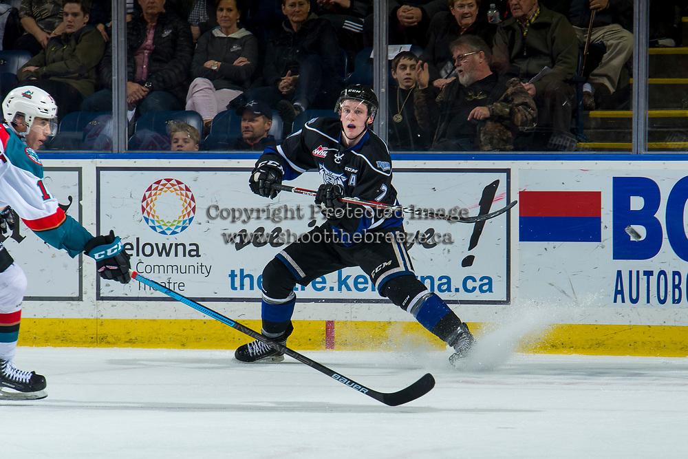 KELOWNA, CANADA - JANUARY 25:  Scott Walford #7 of the Victoria Royals passes the puck  to team mates to i January 25, 2019 at Prospera Place in Kelowna, British Columbia, Canada.  (Photo by Marissa Baecker/Shoot the Breeze)