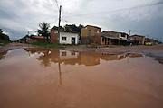Sao Luis _ MA, Brasil..Inundacao na rua da Comunidade Cidade Olimpica em Sao Luis...The flood in the street in Cidade Olimpica community in Sao Luis...Foto: LEO DRUMOND /  NITRO