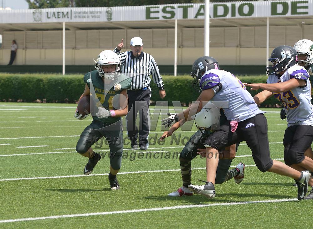 Toluca, México (Octubre 16, 2016).- En el encuentro disputado entre Potros Salvajes de la UAEM ante Broncos de la Preparatoria 1, en la categoría Juvenil Blanca, logrando el triunfo con un marcador de 24-15.  Agencia MVT / Crisanta Espinosa.