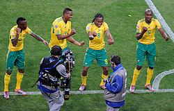 11.06.2010, Soccer City Stadium, Johannesburg, RSA, FIFA WM 2010, Südafrika vs Mexico im Bild L'esultanza dei giocatori del Sudafrica per il gol dell'1-0 di Siphiwe Tshabalala  .South Africa's players celebrate their teammate  Siphiwe Tshabalala's 1-0 leading goal, EXPA Pictures © 2010, PhotoCredit: EXPA/ InsideFoto/ G. Perottino, ATTENTION! FOR AUSTRIA AND SLOVENIA ONLY!!! / SPORTIDA PHOTO AGENCY