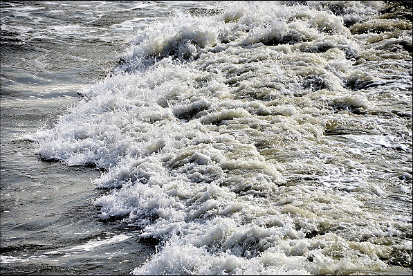Nederland, the netherlands, scheveningen, 16-9-2012Aan zee. Branding, golven met wit schuim.FOTO: FLIP FRANSSEN/ HH