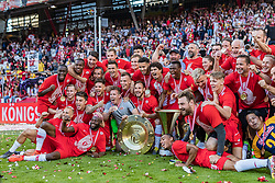26.05.2019, Red Bull Arena, Salzburg, AUT, 1. FBL, FC Red Bull Salzburg Meisterfeier, im Bild Spieler und Betreuer des FC Red Bull Salzburg jubeln mit dem Meisterteller // during the Austrian Football Bundesliga Championsship Celebration at the Red Bull Arena in Salzburg, Austria on 2019/05/26. EXPA Pictures © 2019, PhotoCredit: EXPA/ JFK