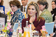 Koningin Máxima bij de bijeenkomst van culturele diversiteit in de top in Den Haag. Tijdens de vergadering zullen directeuren, rolmodellen en experts bespreken hoe diversiteit in culturele achtergrond kan worden verhoogd op management- en bestuursniveau.<br /> <br /> Dutch Queen Máxima visited the meeting of cultural diversity at the summit in The Hague. During the meeting, directors, role models and experts will discuss how diversity in cultural background can be increased on management and governance levels.