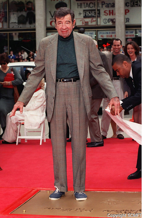 4/2/1998 Walter Matthau's hand/footprint ceremony at Grauman's Chinese Theater