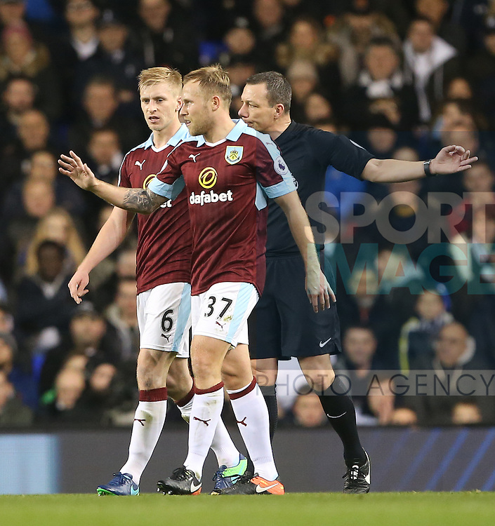 Burnley's Scott Arfield dislocates his finger during the Premier League match at White Hart Lane Stadium, London. Picture date December 18th, 2016 Pic David Klein/Sportimage