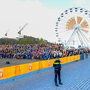 NLD/Tilburg/20170427- Koningsdag 2017, Overzicht met reuzenrad stad Tilburg