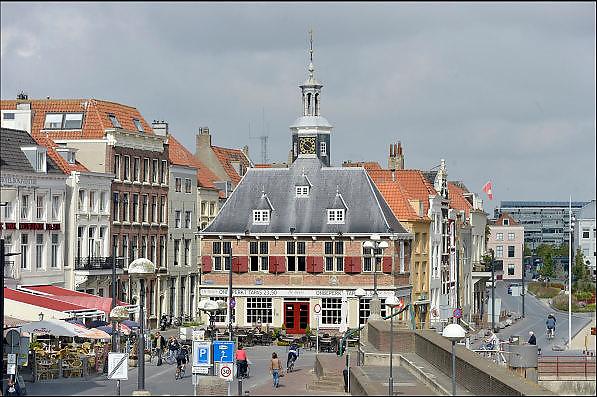 Nederland,  Vlissingen, 14-9-2014De oude, historische binnenstad, stadscentrum van Vlissingen. De Beurs op het beursplein. FOTO: FLIP FRANSSEN/ HOLLANDSE HOOGTE