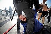 Scontri tra manifestanti e polizia durante la manifestazione nazionale indetta dai movimenti studenteschi e dai precari della scuola in concomitanza con la giornata di sciopero generale europeo. Roma, 14 novembre 2013. Christian Mantuano / OneShot