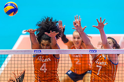07-06-2018 NED: Volleyball Nations League Netherlands - Serbia, Rotterdam<br /> Netherlands beat Serbia 3-2 / Celeste Plak #4 of Netherlands, Juliet Lohuis #7 of Netherlands