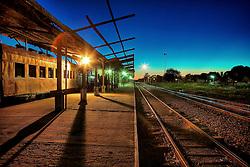 """A Estação Ferroviária da cidade de Santa Maria- RS, construída no final do séc. XIX,  serviu de cenário durante décadas para viajantes de todo o estado, do país e até dos países fronteiriços. Após sua instalação a cidade tornou-se o maior complexo ferroviário do centro do Rio Grande do Sul e por muito tempo ostentou o título de """"cidade ferroviária"""". A decadência do transporte ferroviário no final dos anos 80 teve como conseqüência a suspensão dos trens para passageiros permitindo que a Estação perdesse sua função e a cidade,  o empobrecimento de uma classe social, silenciando sua forte vocação de cidade ferroviária. FOTO: Jefferson Bernardes / Preview.com"""