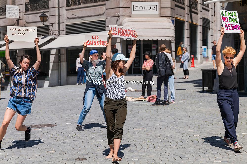 """Lausanne 07 mai 2020. Place de la Palud. Appel du 4 mai pour un redémarrage """"humaniste, local et durable"""". © Olivier Vogelsang"""