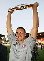 Fotball<br /> Tyskland 2004/2005<br /> 02.08.2004<br /> <br /> Sebastian Deisler mit Pokal Liga-Pokal Sieger 2004<br /> <br /> Liga-Pokal Finale FC Bayern München - Werder Bremen<br /> <br /> Foto: Witters/Digitalsport<br /> NORWAY ONLY