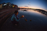 Heeki Park, offerings and prayers at the Ganga