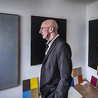 Nederland, Amsterdam, 14 april 2016.<br />De Amsterdamse kunstenaar van Limburgse afkomst Lou Meulenberg in zijn atelier in Buitenveldert.<br /><br /><br /><br />Foto: Jean-Pierre Jans