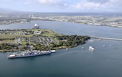 Pearl-Habour aus der Vogelperspektive / 271216 *** Photo taken Dec. 25, 2016, from a helicopter shows Pearl Harbor in Hawaii, where Japanese Prime Minister Shinzo Abe and U.S. President Barack_Obama will attend a joint remembrance ceremony at a memorial to the sunken battleship Arizona. Japan's attack on naval facilities and ships in the harbor on Dec. 7, 1941, prompted the United States to enter World War II