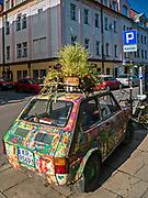 Kolorowy samochód na ulicy Józefa na krakowskim Kazimierzu.<br /> Colorful car on the Józefa street in Krakow Kazimierz.