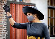 HAARLEM, 24-11-2020, Museum van de Geest<br /> <br /> Koningin Maxima opent het vernieuwde Museum van de Geest | Dolhuys. Koningin Máxima onthult een glas-in-lood raam in de kapel en ansluitend maakt de Koningin een rondgang door het museum, waarbij een aantal kunstenaars uitleg geven over hun werk.<br /> <br /> Queen Maxima opens the renewed Museum of the Spirit | Dolhuys. Queen Máxima unveils a stained-glass window in the chapel and then the Queen makes a tour of the museum, during which a number of artists explain their work.
