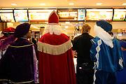 Met Gerard  Joling naar de Sinterklaasfilm..en de McDonald's. Gerard Joling is samen met acteurs uit de Film Sinterklaas en de Verdwenen Pakjesboot en 25 kinderen naar de film in Amstelveen gegaan. De kinderen konden een bezoek naar de film met de populaire zanger winnen door een Sinterklaasgedicht te schrijven voor Gerard. Uit ruim 6.000 inzendingen heeft Gerard Joling samen met regisseur Martijn van Nellestijn de winnaars getrokken die woensdag een zeer exclusief middagje krijgen aangeboden.