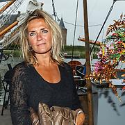 Uitreiking CosmoQueen Award 2015 aan Paulien Huizinga, Jessica Durlacher