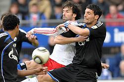 21-03-2010 VOETBAL: HSV - SCHALKE 04: HAMBURG<br /> Kevin Kuranyi (Schalke #22) en Ruud van Nistelrooy (Hamburg #22) <br /> ©2010- FRH-nph / Witke