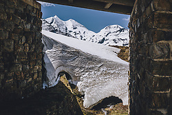 THEMENBILD - Schneewand und die Hohen Tauern. Die Hochalpenstrasse verbindet die beiden Bundeslaender Salzburg und Kaernten und ist als Erlebnisstrasse vorrangig von touristischer Bedeutung, aufgenommen am 27. Mai 2020 in Fusch a.d. Glstr., Österreich // Snow and the Hohe Tauern. The High Alpine Road connects the two provinces of Salzburg and Carinthia and is as an adventure road priority of tourist interest, Fusch a.d. Glstr., Austria on 2020/05/27. EXPA Pictures © 2020, PhotoCredit: EXPA/ JFK