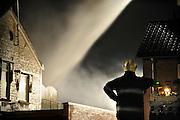 Nederland, Beuningen, 8-3-2009Een brand in de schoolstraat wordt door de brandweer bestreden.Foto: Flip Franssen/Hollandse Hoogte