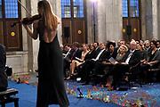 Koning reikt Erasmusprijs 2015 uit . De Erasmusprijs wordt jaarlijks toegekend aan een persoon of instelling die binnen het kader van de culturele tradities van Europa een belangrijke bijdrage heeft geleverd op het gebied van cultuur, humaniora of sociale wetenschappen.<br /> <br /> King awarded the Erasmus Prize 2015. The Erasmus Prize is awarded annually to a person or institution that has made a significant contribution within the framework of the cultural traditions of Europe in the field of culture, humanities or social sciences.<br /> <br /> Op de foto / On the photo: <br /> <br />  Koningin Maxima en Koning Willem-Alexander / Queen Maxima and King Willem-Alexander