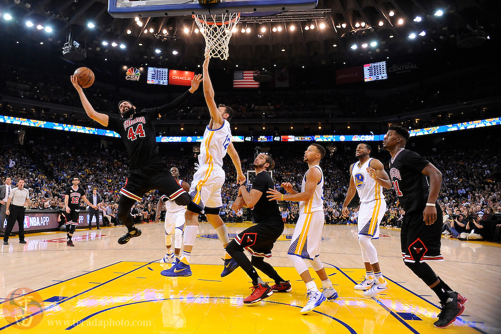 November 20, 2015; Oakland, CA, USA; Chicago Bulls forward Nikola Mirotic (44) shoots the basketball against Golden State Warriors center Andrew Bogut (12) during the second quarter at Oracle Arena. The Warriors defeated the Bulls 106-94.