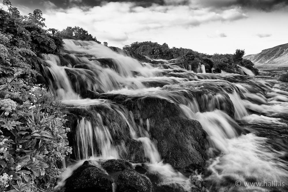 Small waterfall, Fossbrekkur near Landvegur, Iceland - Fossbrekkur við Landveg