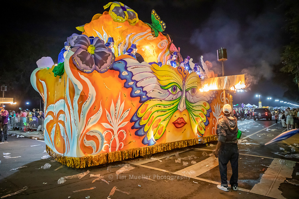 The Krewe of Hermes float, Psyche, rolls down Napoleon Avenue in updown New Orleans.