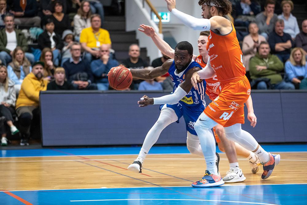 ÖSTERSUND 20211007<br /> Jämtlands CJ Wilson under torsdagens match i basketligan mellan Jämtland Basket och Norrköping Dolphins.<br /> Foto: Per Danielsson / Projekt.P