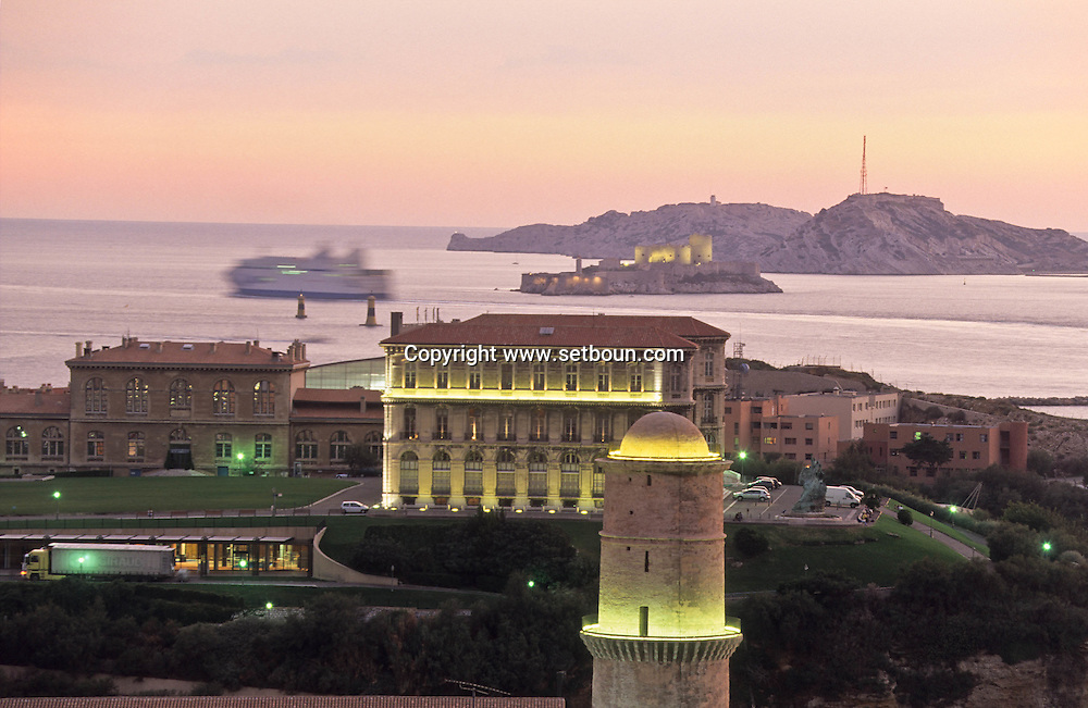 PHARO PALACE AND FANAL TOWER AT THE ENTRANCE OF THE OLD PORT//FRIOUL ISLANDS  Marseille  France  ///LE PALAIS DU PHARO ET LA TOUR DU FANAL A L'ENTREE DU VIEUX PORT//LES ISLES DU FRIOUL  Marseille  France  //    L0008217  /  R20711  /  P115758