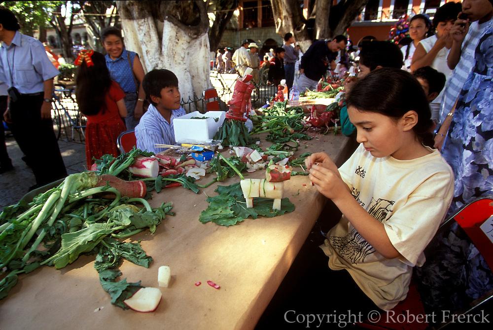 MEXICO, OAXACA, FESTIVALS Festival of the Radish, carving radishes