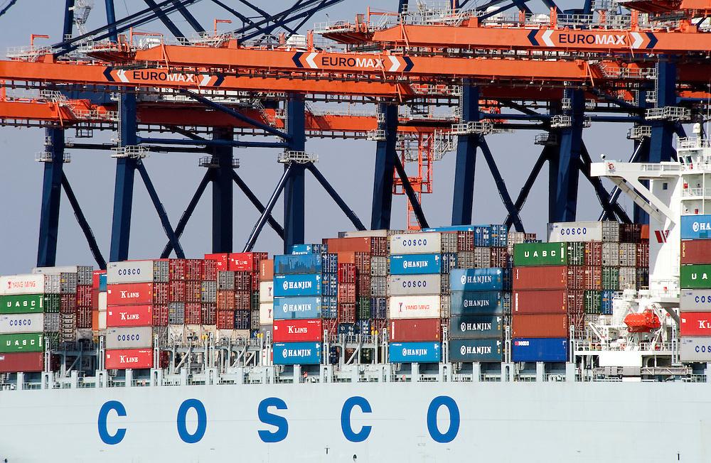 Nederland, Rotterdam, 13 april 2010.Containerterminal van ECT op de Maasvlakte in Rotterdam..Foto (c)  Michiel Wijnbergh