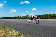 Atleet Rosa Bas rijdt zich warm op een gewone ligfiets. Op vliegbasis Woensdrecht test het HPT met de VeloX. In september wil het Human Power Team Delft en Amsterdam, dat bestaat uit studenten van de TU Delft en de VU Amsterdam, tijdens de World Human Powered Speed Challenge in Nevada een poging doen het wereldrecord snelfietsen voor vrouwen te verbreken met de VeloX 9, een gestroomlijnde ligfiets. Het record is met 121,81 km/h sinds 2010 in handen van de Francaise Barbara Buatois. De Canadees Todd Reichert is de snelste man met 144,17 km/h sinds 2016.<br /> <br /> With the VeloX 9, a special recumbent bike, the Human Power Team Delft and Amsterdam, consisting of students of the TU Delft and the VU Amsterdam, also wants to set a new woman's world record cycling in September at the World Human Powered Speed Challenge in Nevada. The current speed record is 121,81 km/h, set in 2010 by Barbara Buatois. The fastest man is Todd Reichert with 144,17 km/h.