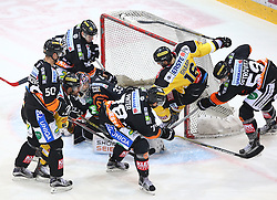 01.01.2016, Albert Schultz Eishalle, Wien, AUT, EBEL, UPC Vienna Capitals vs Moser Medical Graz 99ers, 38. Runde, im Bild Sabahudin Kovacevic (Moser Medical Graz 99ers), Daniel Natter (Moser Medical Graz 99ers), Rafael Rotter (UPC Vienna Capitals), Thomas Hoeneckl (Moser Medical Graz 99ers), Philipp Pinter (Moser Medical Graz 99ers), MacGregor Sharp (UPC Vienna Capitals) und Mario Petrovitz (Moser Medical Graz 99ers) // during the Erste Bank Icehockey League 38th Round match between UPC Vienna Capitals and Moser Medical Graz 99ers at the Albert Schultz Ice Arena, Vienna, Austria on 2016/01/01. EXPA Pictures © 2016, PhotoCredit: EXPA/ Thomas Haumer