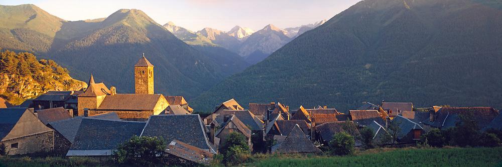 SPAIN, CATALUNYA, PYRENEES Valle de Aran; with village of Vilamos