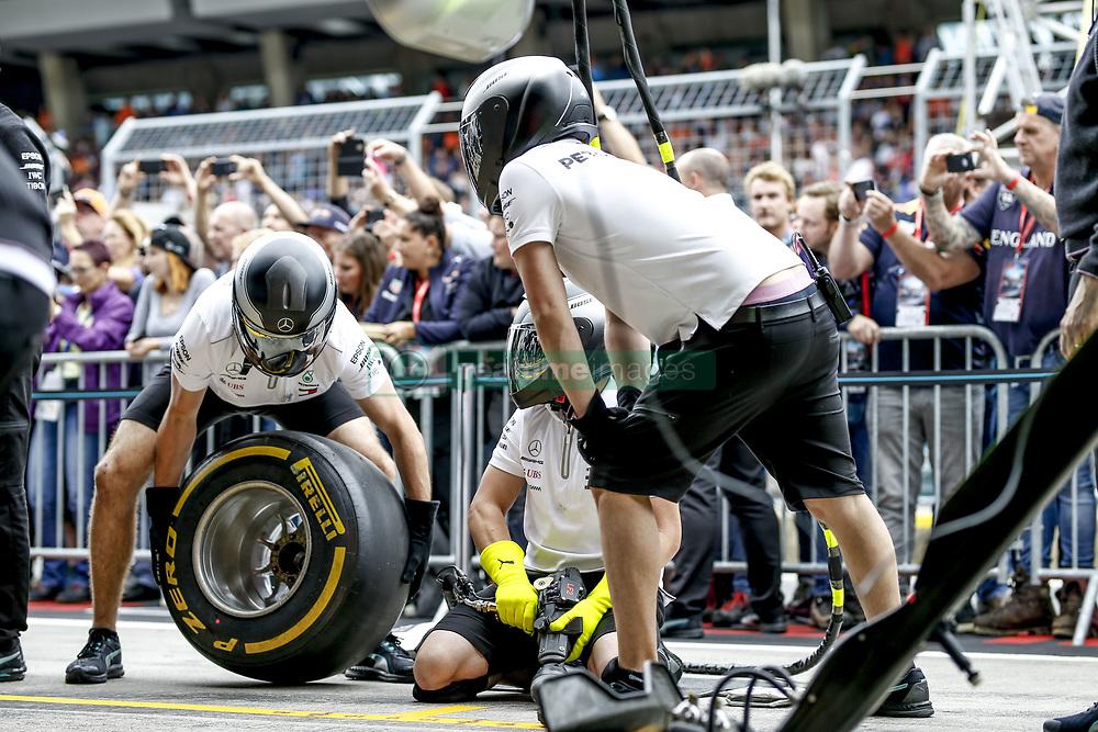 June 28, 2018 - Spielberg, Austria - Motorsports: FIA Formula One World Championship 2018, Grand Prix of Austria, .. Mechanicians of Mechanicians during pit stop training  (Credit Image: © Hoch Zwei via ZUMA Wire)