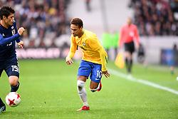 November 10, 2017 - Villeneuve D Ascq, France - 10 Neymar Jr (bra) - 19 Hiroki Sakai  (Credit Image: © Panoramic via ZUMA Press)