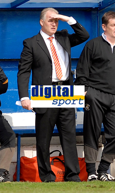 Photo: Leigh Quinnell.<br /> Luton Town v Southampton. Coca Cola Championship. 07/04/2007. New Luton boss Kevin Blackwell on the bench.
