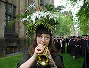 5/24/10 10Yale<br /> ML0606D<br /> Yale's 309th Commencement: Master of Environmental science recipient and professional musician Ashley DuVal of New York City helps entertain classmates while gathering for commencement on Cross Campus. Photo by Mara Lavitt