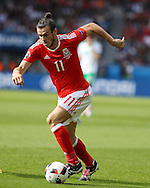 Gareth Bale of Wales in action. UEFA Euro 2016, last 16 , Wales v Northern Ireland at the Parc des Princes in Paris, France on Saturday 25th June 2016, pic by  Andrew Orchard, Andrew Orchard sports photography.
