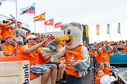 20-07-2018 NED: CEV DELA Beach Volleyball European Championship day 6<br /> Dutch fans, Mascot Spike