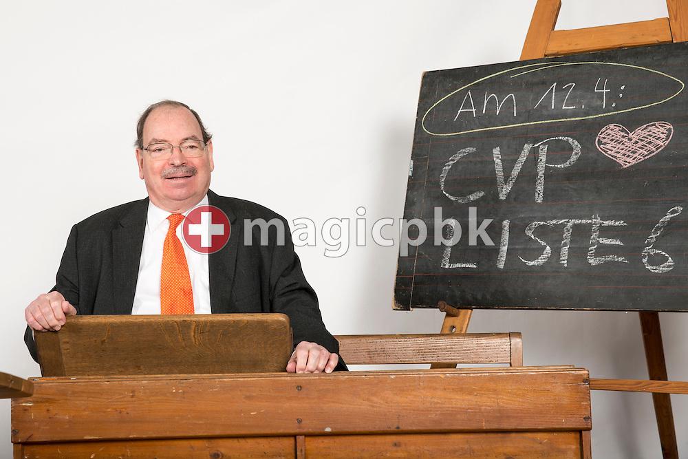 Hans Steimle, Kandidat CVP Liste 6 des Kanton Zuerich, posiert fuer ein Foto in historischen Schulbaenken am 18. Maerz 2015 in Thalwil. (Photo by Patrick B. Kraemer / MAGICPBK)
