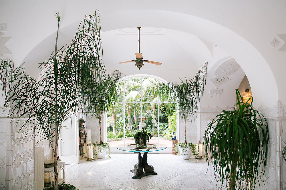 POSITANO, ITALY - 13 SEPTEMBER 2018: A view of the Salone Bianca at Villa Tre Ville in Positano, Italy, on September 13th 2018.<br /> <br /> Villa Tre Ville was originally purchased in the 1920s by the Russian writer Mikhail Semenov. Later purchased by the Italian film and opera director Franco Zeffirelli in the 1960s, the property was often visited by dancers, singers, writers, musicians, painters, actors and intellectuals from all over the globe. Among these artists were Liz Taylor, Maria Callas, Leonard Berstein, Laurence Olivier. In 2007 the villa was sold to the hotelier Giovanni Russo. In 2013 Robert Friedland announced that the company's Ivanhoe Italia LLC subsidiary has completed the acquisition of the Villa Tre Ville and that it  would form part of an Ivanhoe group of international boutique hotels and villas, with other locations under development in Thailand and Japan.
