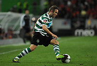 20120409: LISBON, PORTUGAL -Portuguese Liga Zon Sagres 2011/2012 - Sporting CP vs SL Benfica.<br /> In picture: Sporting's Diego Capel, from Spain, controls the ball.<br /> PHOTO: Alvaro Isidoro/CITYFILES