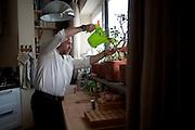 Filippo Nogarin annaffia i bonsai nella sua casa a Castiglioncello.<br />  Livorno 13 luglio 2014 . Daniele Stefanini /  OneShot